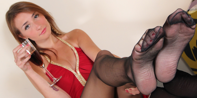 Hot Pics girl with nylon sexy feet