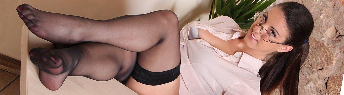 girls-italian-female-nude-stockings-free
